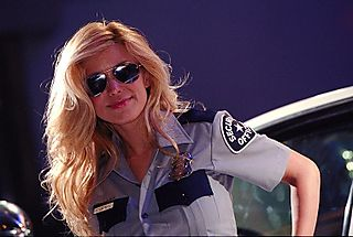 8-29policewoman_booth_babe