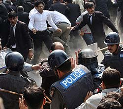 11-28 lawyers fighting