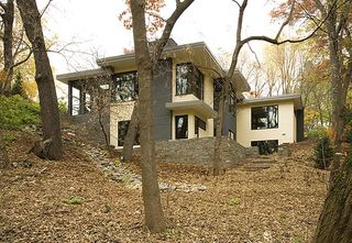 Sustainable-house-hill-side