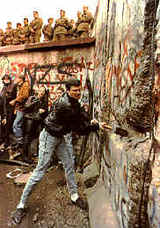 922breakingdownberlinwall1989